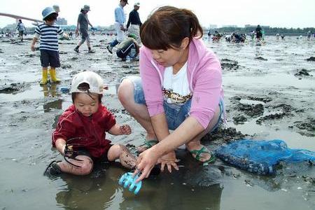 ဂျပန်နိုင်ငံရဲ့ဒီလိုနွေးထွေးတဲ့ရာသီမှာ ခရုတွေဂုံးတွေကောက်ကြမယ် !