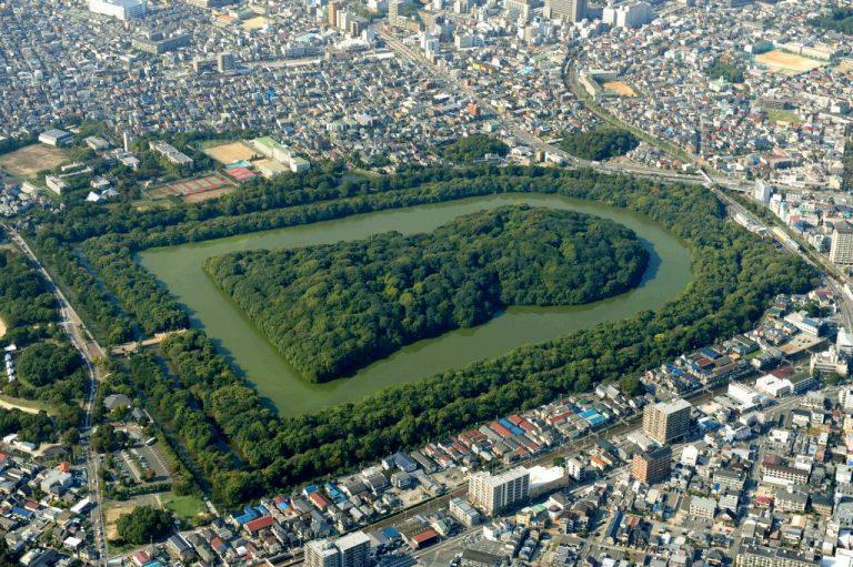 ဂျပန်နိုင်ငံက ဧရာမသင်္ချိုင်းကျယ်ကြီး